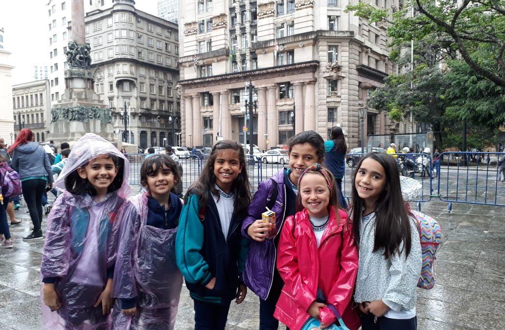 3° e 4° ano fazem City Tour por São Paulo